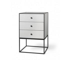 By Lassen Frame 49, sidebord med tre skuffer, lys grå