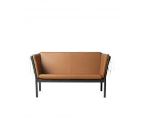 J148 2-personers sofa designet af Erik Ole Jørgensen, sort eg cognac læder